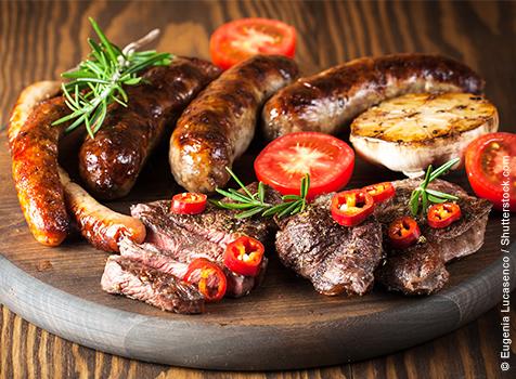 Grillplatte mit Steak und Bratwurst, Warme Platten Catering Schiebocker